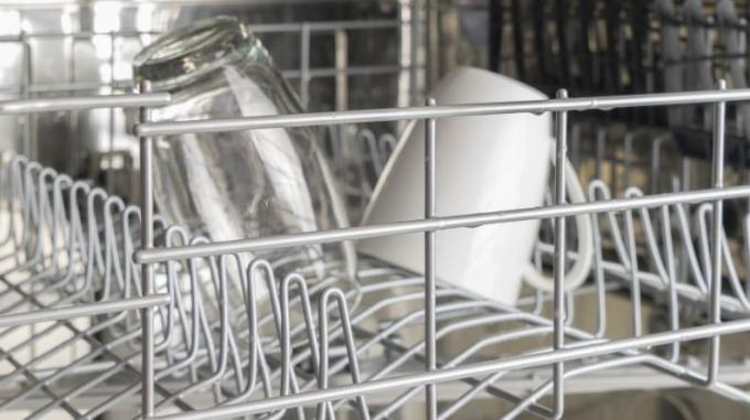 wet_dishes_in_dishwasher