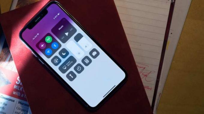 Apple iPhone X iOS Control Center